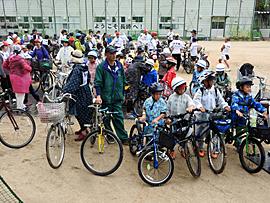 長崎市立伊良林小学校にて整列