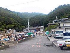 未だに瓦礫の山があちこちに残る被災地