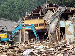 海面から10m以上の所に建ちながら津波で被災した高台の民家(蛤浜)