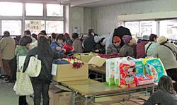 山元町坂本公民館での仮設住宅や在宅の被災者対象の物資配布会。組合員のみなさんから提供いただいた物資の配布会を行いました。